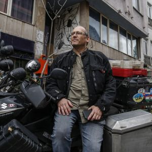 Yellen moottoripyörä on seissyt lukittuna istanbulilaisella kadulla yli kuukauden.