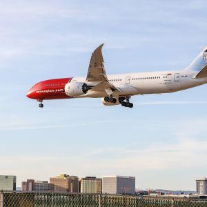 Kuvassa on Norwegianin lentokone.