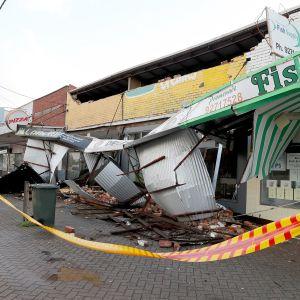 Myrskyssä vaurioituneita liikkeitä Perthissä.