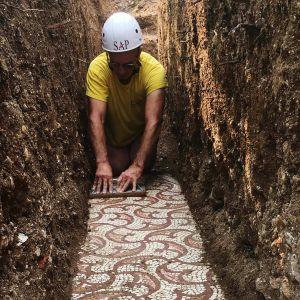 Kuvassa suoritetaan kaivauksia Italian Negrarissa.