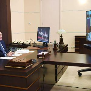 Vladimir Putin osallistui etäkokoukseen Novo-Ogaryovon asunnollaan Moskovan lähellä 22. toukokuuta.