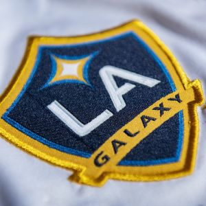 LA Galaxyn logo kuvassa