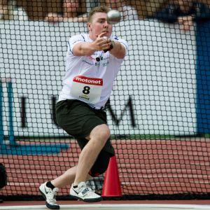 Aaron Kangas on parantanut ennätystään viime kaudesta jo 2,69 metriä.