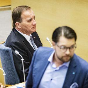 Stefan Löfvén ja Jimmie Åkesson valtiopäiväsalissa.