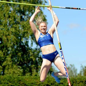 Wilma Murto Seiväshypyn kutsukilpailussa Somerolla juhannusaattona 19. kesäkuuta 2020.