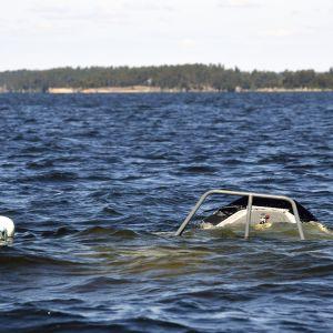Uponnut partiolaiva Loviisan edustalla merellä sunnuntaina 21. kesäkuuta 2020.