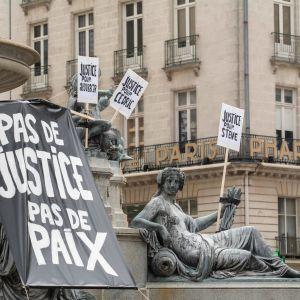 Oikeutta vaaditaan väkivallan uhreille Nantesissa