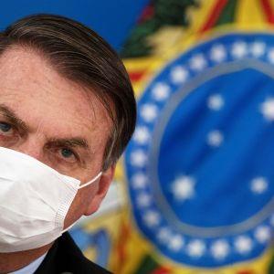 Presidentti Jair Bolsonaro lehditötilaisuudessa maaliskuussa 2020.