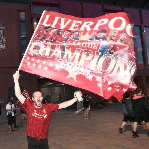 Mestaruus sai Liverpoolin fanit ryntäämään kaduille.