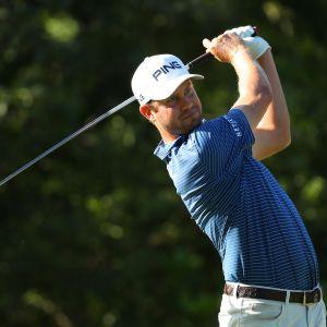 Harris English lyö golfpalloa