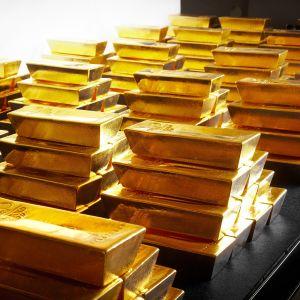 Kultaharkkoja pankin holvissa.