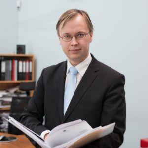 Viron keskuspankin ekonomistin Peeter Luikmelin mielestä Viron pitää luoda hyvinä aikoina puskureita huonompien kausien varalle.