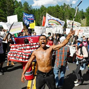 Intiaaniaktivistit osoittivat mieltään Keystonessa.