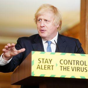 Boris Johnson koronavirukseen liittyvässä tiedotustilaisuudessa Lontoossa.