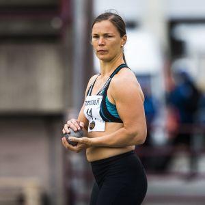 Niina Kelo Kalevan kisojen kuulakisassa vuonna 2015.