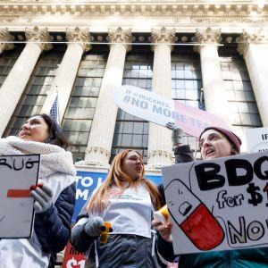 MSF:n protesti New Yorkissa tuberkuloosilääkkeen hinnan alentamiseksi tammikuussa 2020
