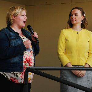 Kuvassa ovat Annika Saarikko ja Katri Kulmuni Loimaalla heinäkuun 2020 alussa.