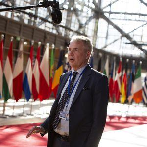 Kuvassa on Pekka Haavisto Brysselissä.