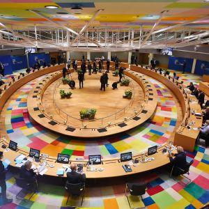 Kuvassa on näkymä EU:n huippukokouksen pitopaikalle Brysseliin.