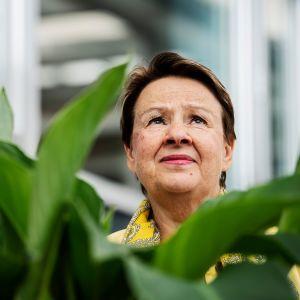 Kuvassa on Kirsi Varhila.