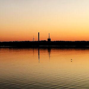 PVO-Lämpövoima Oy:n rakennukset horisontissa