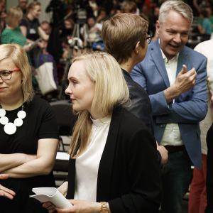Vihreiden kansanedustaja Saara Hyrkkö ja sisäministeri Maria Ohisalo vihreiden puoluekokouksessa Porissa 15. kesäkuuta 2019.