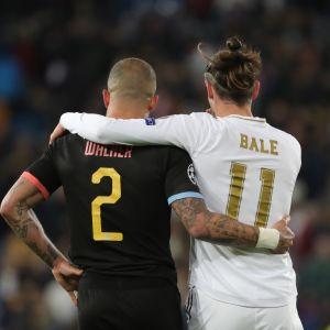 Real Madridin Gareth Bale (oik) ja Manchester Cityn Kyle Walker