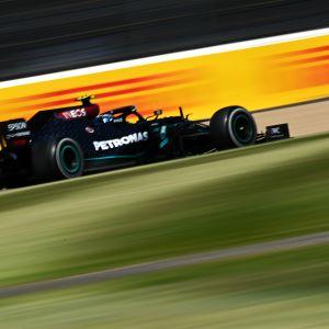 Valtteri Bottas ajaa Silverstonessa.