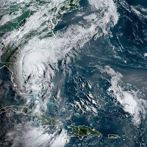 Satelliittikuva maanantailta myrskyn etenemisestä Yhdysvaltain rannikolla.