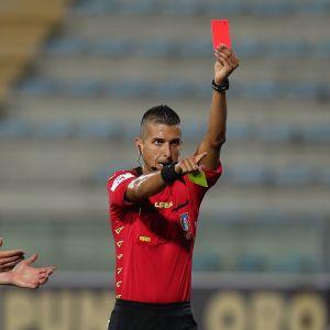 jalkapallo punainen kortti