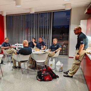 Suomesta matkasi Beirutiin, Libanoniin perjantaina kuuden hengen Finn Rescue -tekninen asiantuntijaryhmä.