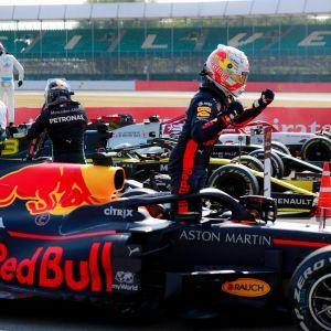 Max Verstappen tuuletti kauden ensimmäistä voittoaan Silverstonessa.