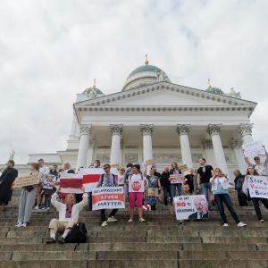 Valko-Venäjän tukimielenosoitus Senaatintorilla 11. elokuuta
