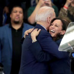 Joe Biden ja Kamala Harris kampanjoivat Detroitissa.