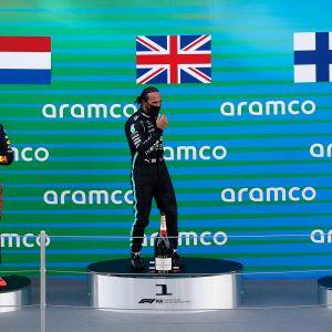 Lewis Hamilton, Max Verstappen ja Valtteri Bottas Barcelonan palkintokorokkeella