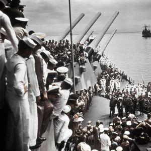 Japanin antautumisseremonia USS Missouri -aluksella.