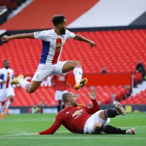 Crystal Palacen Andros Townsend (vas.) ja Manchester Unitedin Luke Shaw