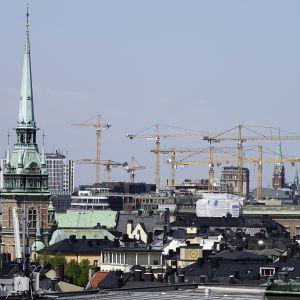 RAkennusnostureita Tukholmassa.