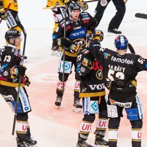 Aatu Räty, Kärpät, Kärpät on ollut 2000-luvun kestomenestyjä.