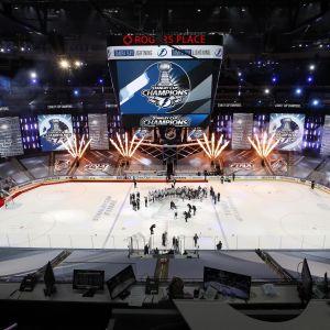 Tampa Bay Lightningin mestaruusjuhlat jäällä.