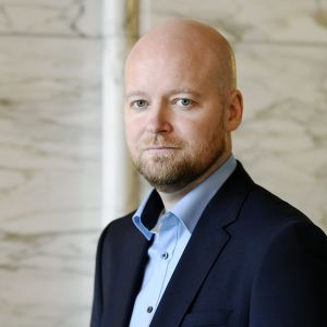 Vasemmistoliiton kansanedustaja Jussi Saramo eduskunnan valtiosalissa Helsingissä 29. syyskuuta 2020.
