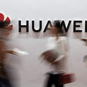 Kuvassa on Huawein logo.