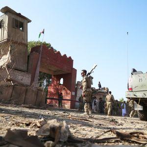 Pommi iskun jälkiä Jalalabadissa Afganistanissa 3. lokakuuta.