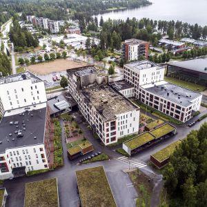 Tulipalon vaurioittama seniorikortteli ilmakuvassa Jyväskylässä 11. heinäkuuta 2020.