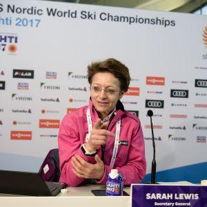 FISin pääsihteeri Sarah Lewis Lahden MM-hiihdoissa.