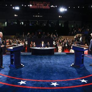 Presidenttiehdokkaat Donald Trump ja Joe Biden kohtasivat viimeisessä väittelyssään Tennesseen Nashvillessä Belmontin yliopiston lavalla.