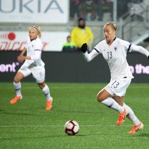 Jenny Danielsson, AIK, Suomen naisten jalkapallomaajoukkue, Helmarit. Kuva ottelusta Albaniaa vastaan 8.10.2019.