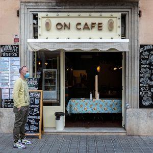 Kahvilat, baarit ja ravintolat ovat olleet Kataloniassa kiinni jo yli kaksi viikkoa. Nyt ne myyvät ruokaa ja juomaa take away -periaatteella.