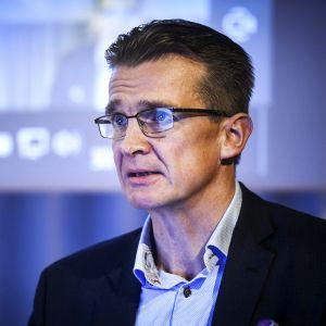 Toimitusjohtaja Jouko Pölönen eläkevakuutusyhtiö Ilmarisen osavuositulosta esittelevässä tiedotustilaisuudessa Helsingissä 30. lokakuuta 2020.