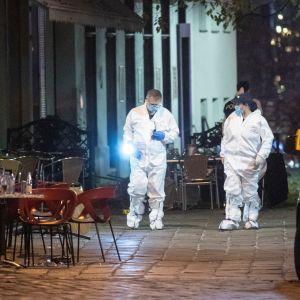 Rikospaikkatutkijoita Wienissä.